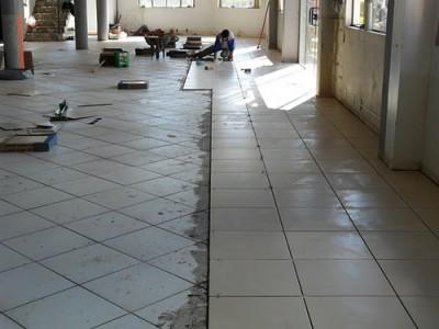 Instalação de piso sobre piso cerâmico